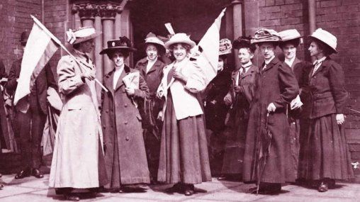Manifestation suffragettes