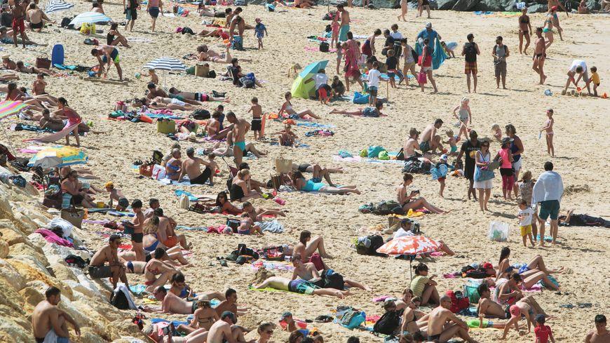 La plage centrale de Lacvanau, un dimanche du mois d'août
