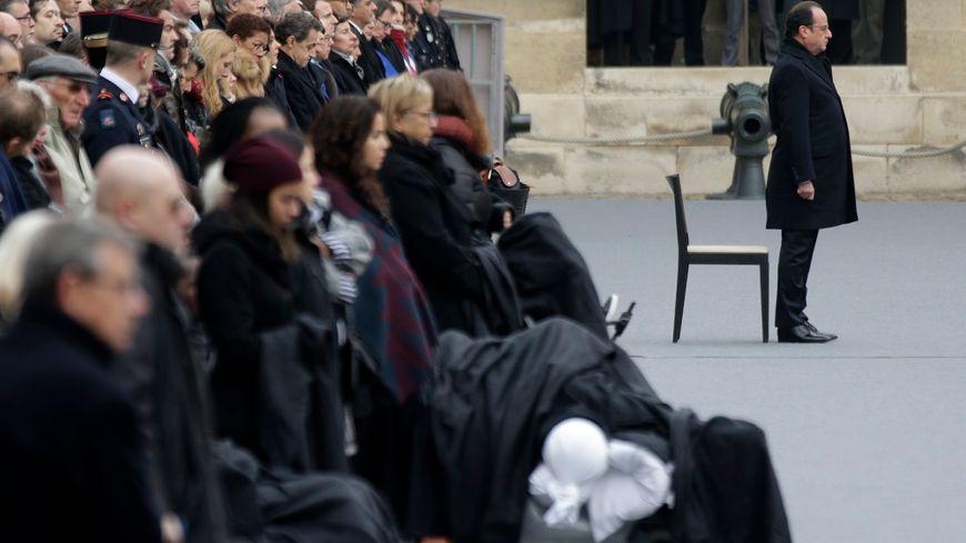 François Hollande lors de l'hommage aux victimes, aux Invalides.