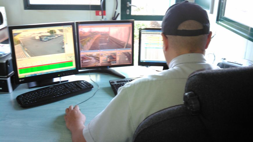 William devant ses écran de contrôle chez Transpole