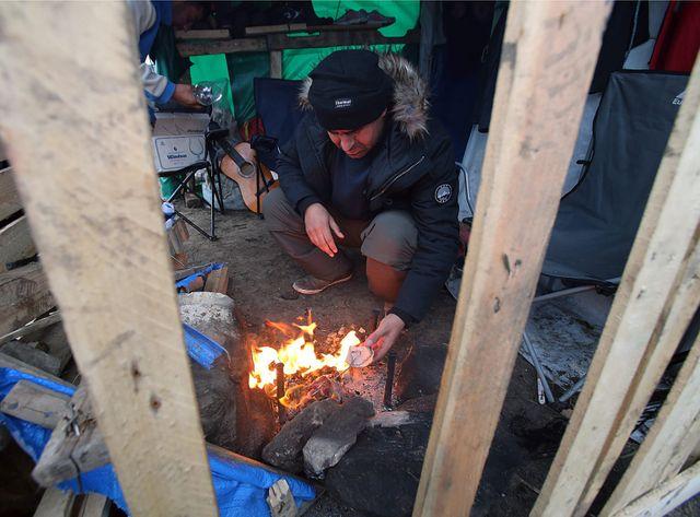 Actuellement les migrants vivent à Calais dans des conditions déplorables