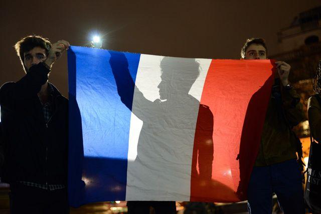 Des New-yorkais montrent leur solidarité avec Paris après les attaques terroristes