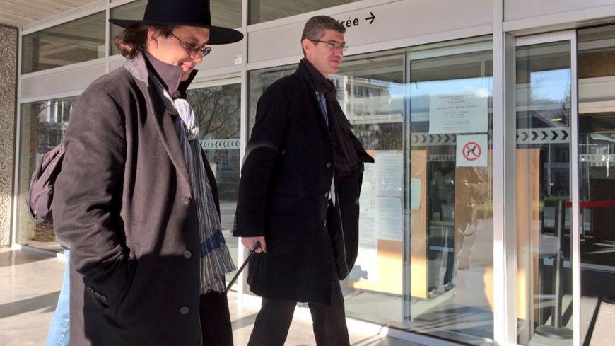 Marc Veyrat et son avocat devant le tribunal d'Annecy.