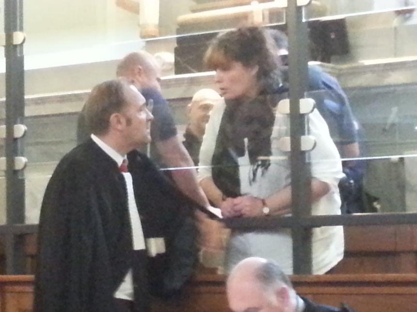 Karine Barboure avec un de ses avocats