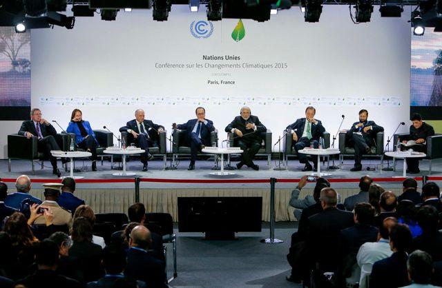 François Hollande (4e à gauche), Narendra Modi (5e) et Ban Ki-Moon (6e droite) - COP21