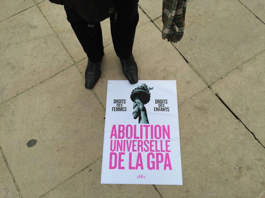 Une affiche de la Manif pour tous hier à Pau