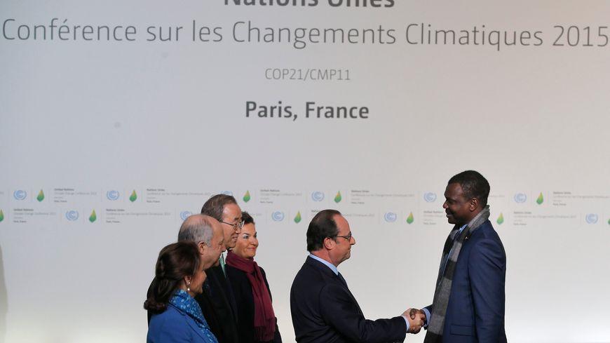 François Hollande et Ban Ki-Moon accueillent les participants à la COP21