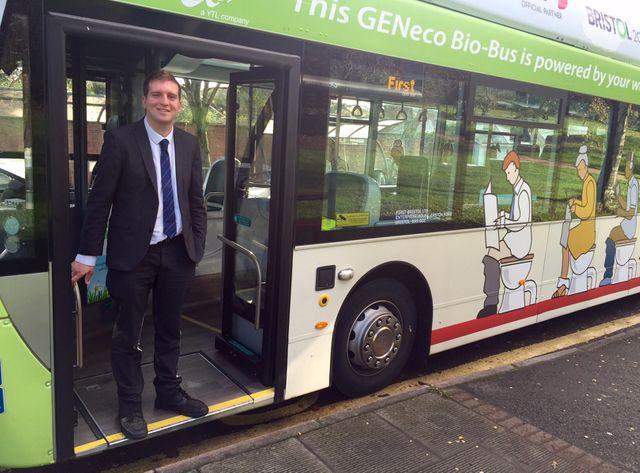 Chris Hanson conduit le bio-bus de Bristol