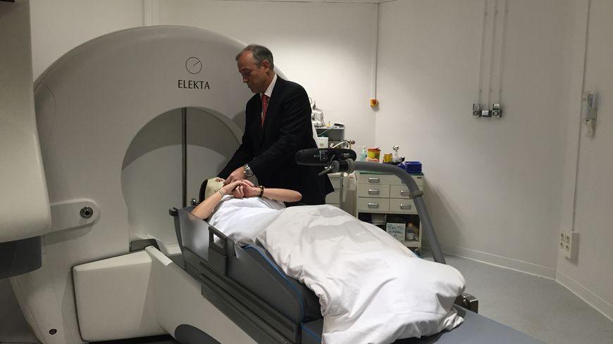 Le Gamma Knife permet des opérations du cerveau sans ouvrir le crâne