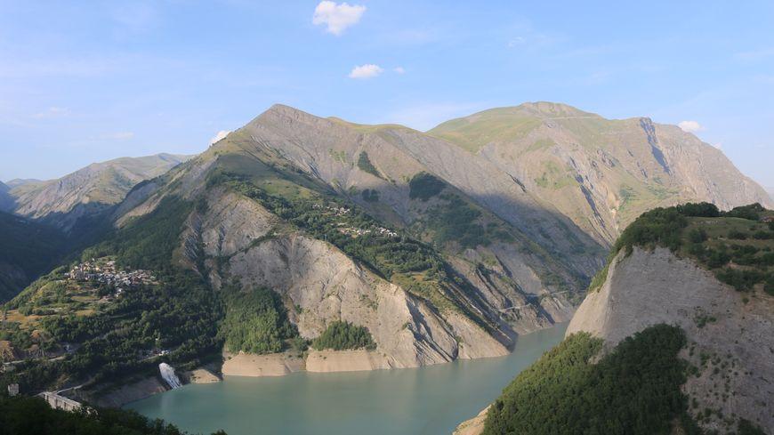 Le barrage et le lac du Chambon.