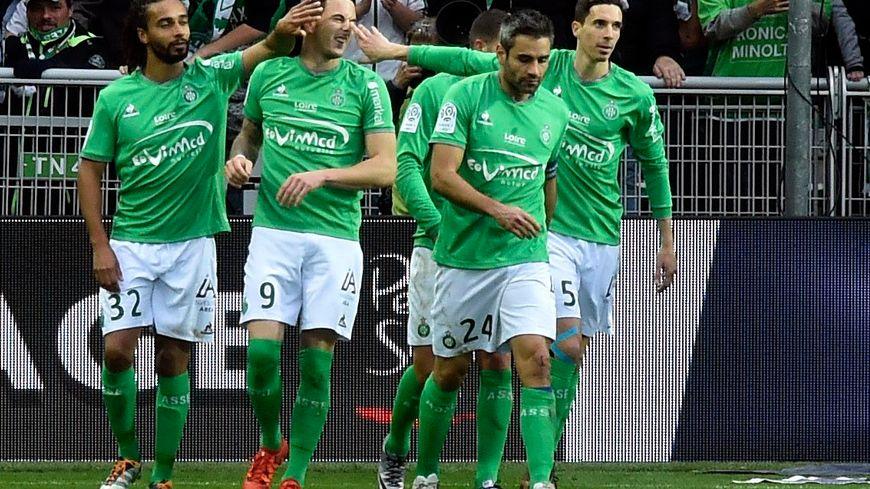 La joie des Verts après leur 3e but signé Nolan Roux