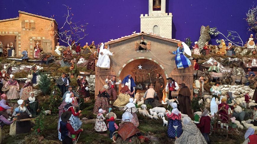La nativité mise en scène dans la crèche d'Allauch