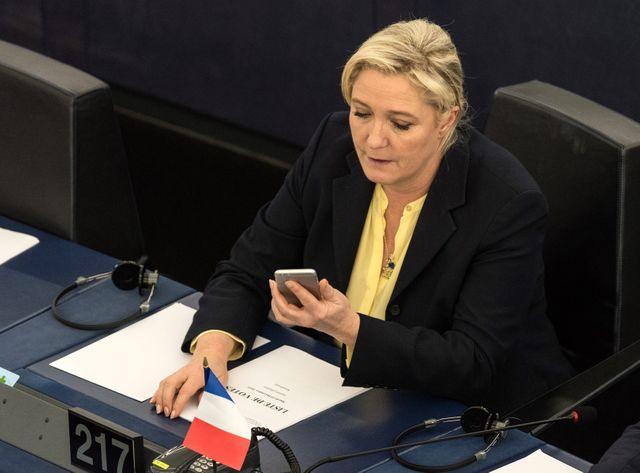 """Marine Le Pen a expliqué refuser que ses """"sept millions d'électeurs"""" soient comparés à """"des barbares, des criminels et des assas"""