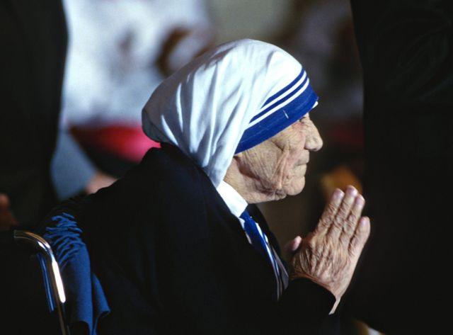 Cette femme, une des plus connues et des plus populaires dans le monde chrétien, a été béatifiée par Jean-Paul II en 2003