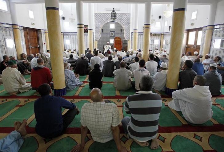 Un moment de prière dans la mosquée d'Istres