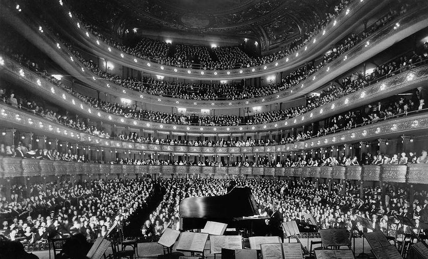 L'écoute et la musique... Public d'un concert au Metropolitan Opera de New York, 1937