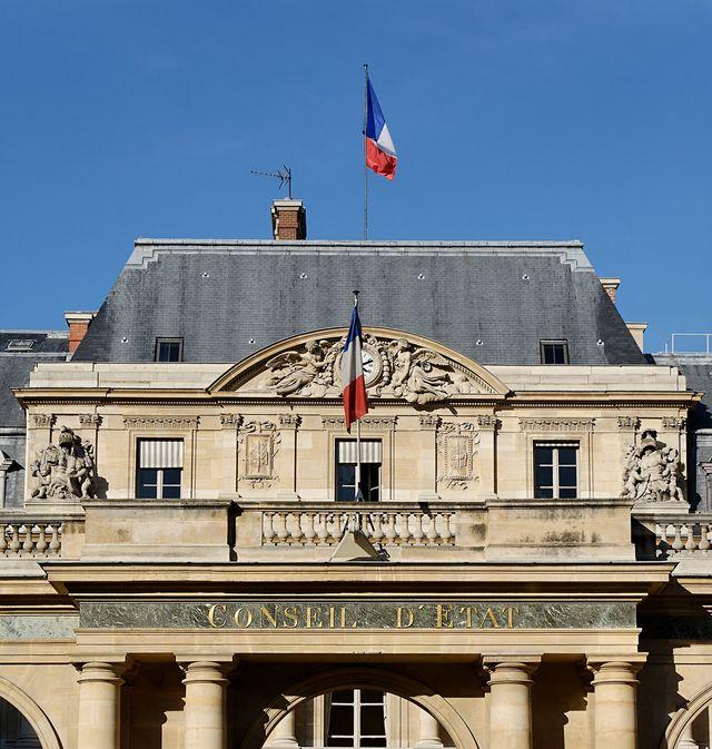 Détail de l'entrée du Conseil d'État français à Paris