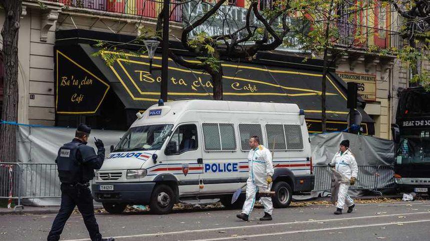 Les fusillades au Bataclan ont fait 90 morts, en plus des trois terroristes.