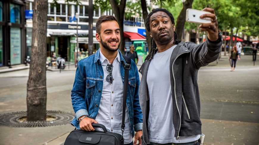 Le journaliste Alexandre-Reza Kokabi et le comédien Noom Diawara