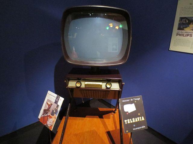 Musée EDF téléviseur datant de 1957