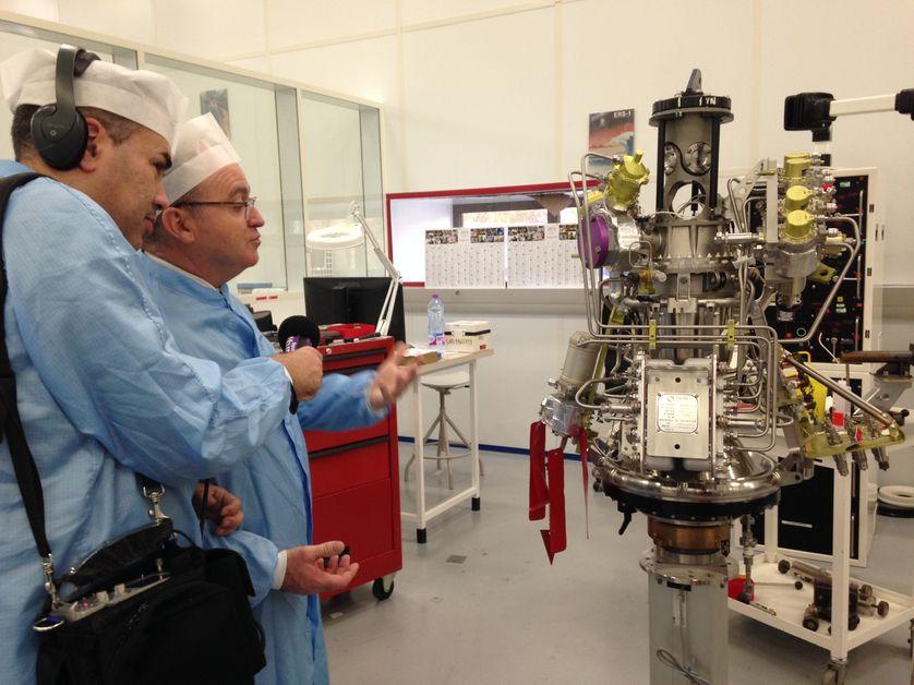 Hakim Kasmi en reportage aux Mureaux à Airbus Defence and Space au sujet d'Ariane 5