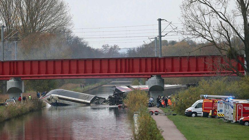 Le TGV a plongé dans le canal de la Marne au Rhin