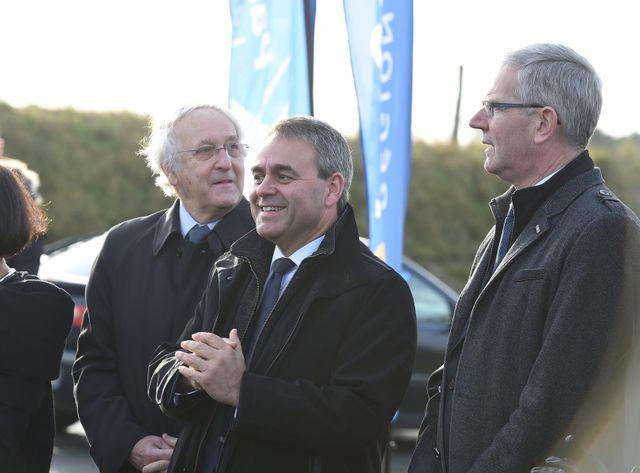 Xavier Bertrand (LR) assiste à l'inauguration d'un monument en mémoire des soldats fraternisants de Noël 1914