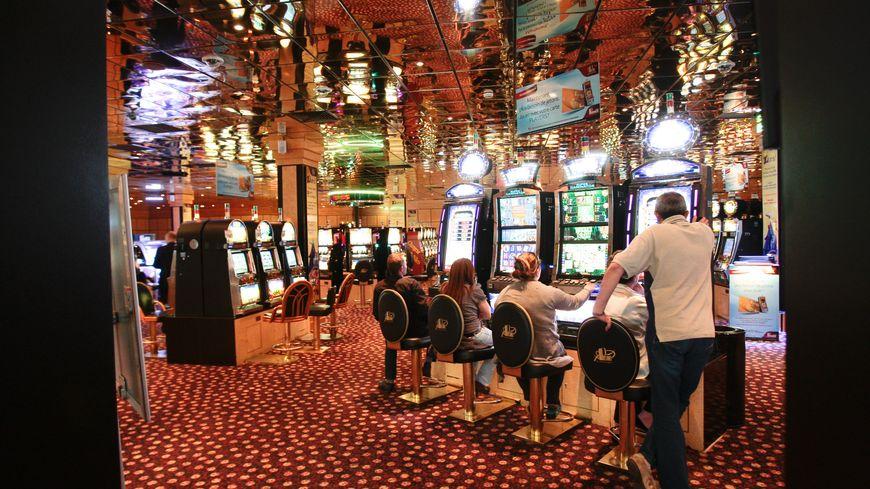Casino partouche vaucluse 600 poker chip case