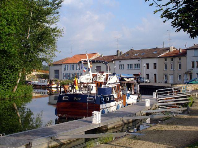 Stenay (le port)