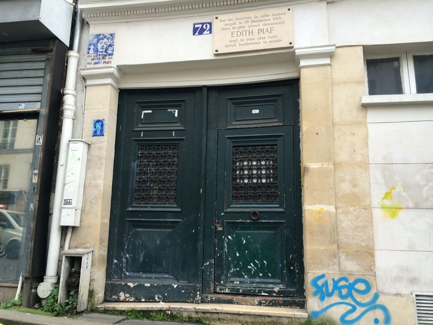 La légende veut qu'Edith Piaf serait née ici, au 72 rue de Belleville.
