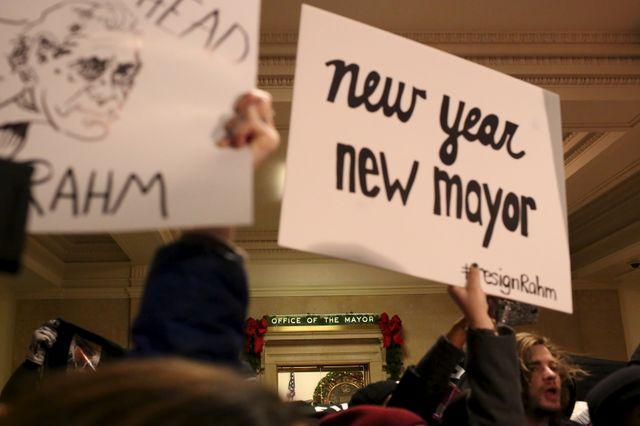 Les habitants de Chicago manifestent leur désaccord avec le maire