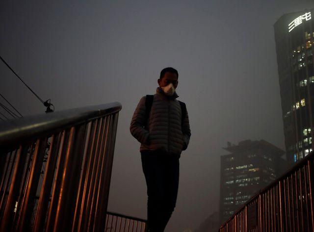En Chine, Pékin fête Noël dans un épais brouillard de pollution