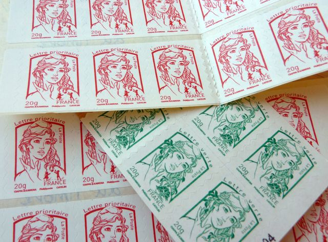 "Timbres verts et rouges, dits ""prioritaires"""