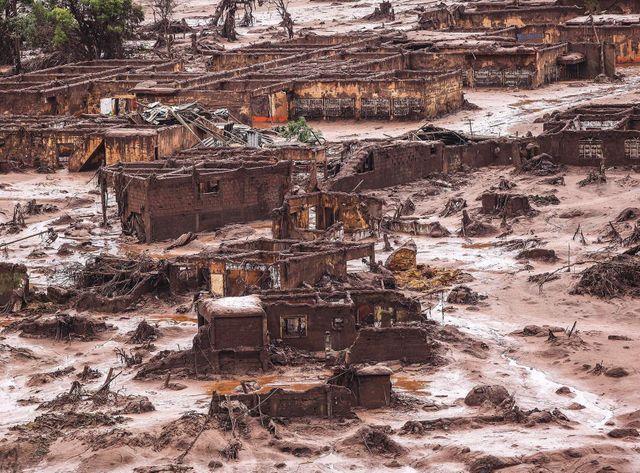 Une coulée de boue gigantesque s'est répandue sur plus de 500 km, a tué 13 personnes et détruit la faune et la flore