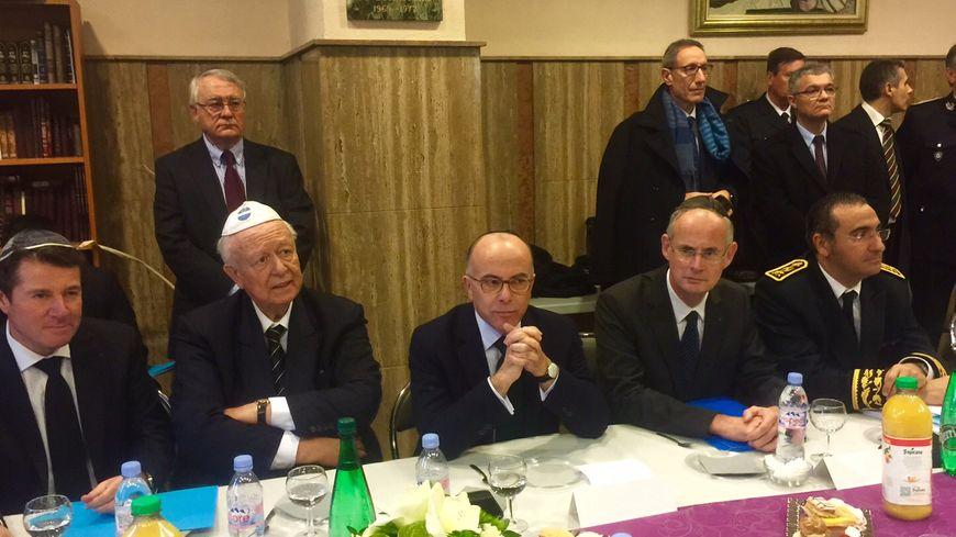 Bernard Cazeneuve, aux côtés de Jean-Claude Gaudin et Christian Estrosi