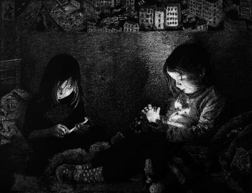 Les filles aux portables (89 x 116 cm fusain sur parpier) 2015