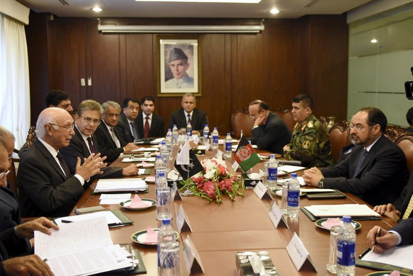 Réunion entre le ministre des affaires étrangères afghan Salahuddin Rabbani et son homologue pakistanais Sartaj Aziz,à Islamabad