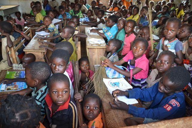 Les enfants des communautés bantoues et pygmées dans une école de Muhuya, République démocratique du Congo