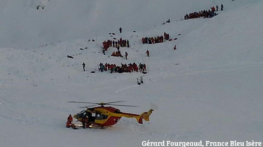 Les secours sur les lieux de l'avalanche aux Deux-Alpes (13/01/16)