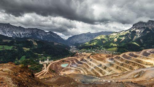 Épisode 1 : « Trou Story » : exploitation industrielle des ressources naturelles