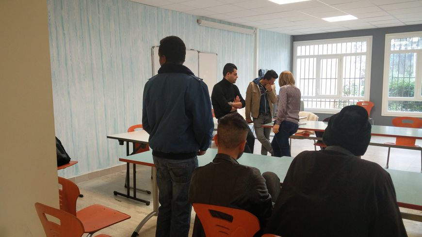 Quinze migrants accueillis istres apr s un s jour dans - Journee des associations salon de provence ...