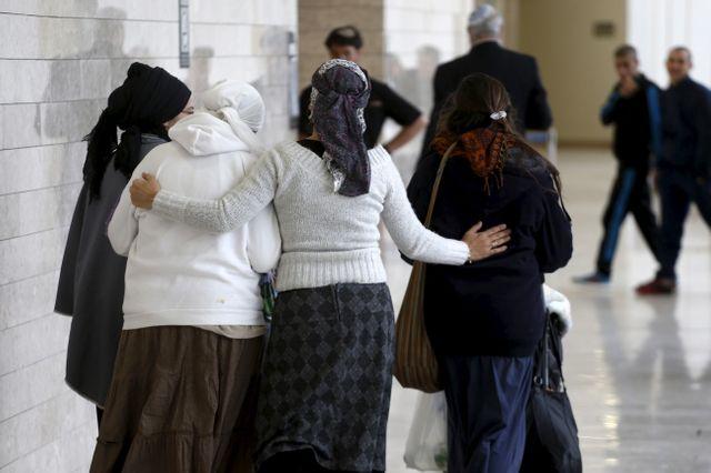 Au tribunal de Lod, la famille et amis des deux israéliens inculpés de meurtre d'une famille palestinienne