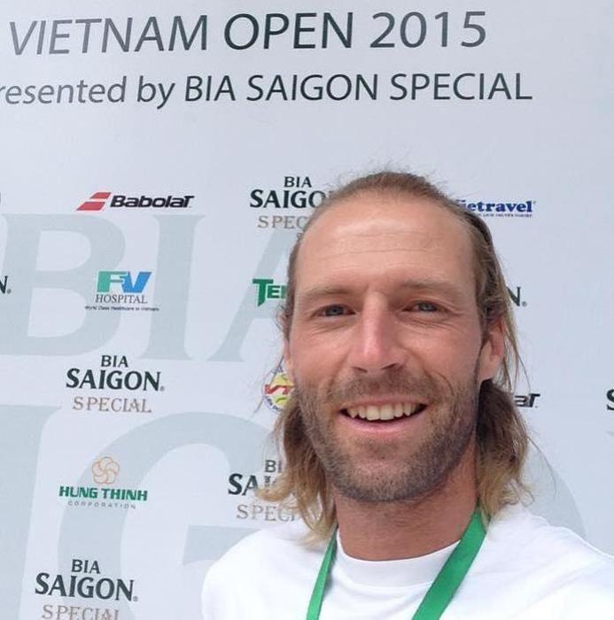 Stéphane Robert n'avait joué au tennis en Asie, c'est désormais chose faite !