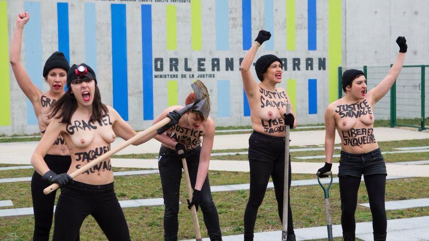 Des Femen creusent un couloir pour que Jacqueline Sauvage s'échappe