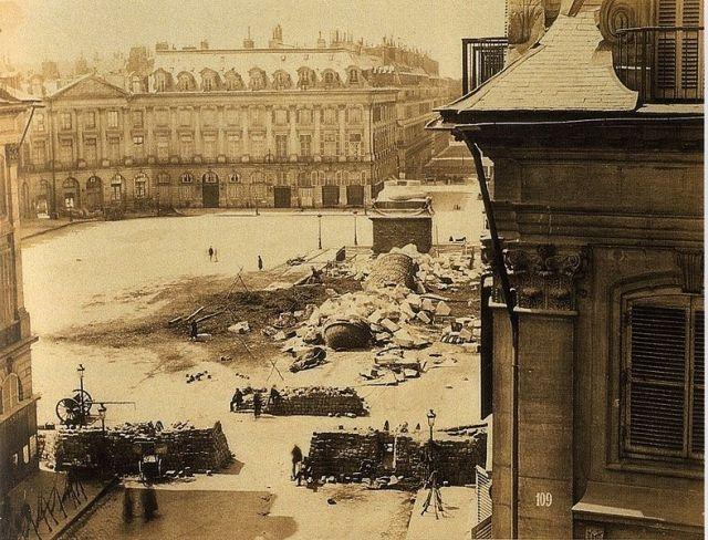 Les ruines de la colonne Vendôme, par Disdéri