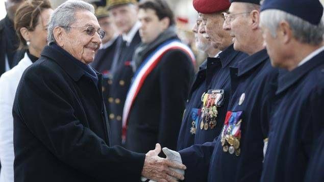 Accueilli par la ministre de l'Ecologie Ségolène Royal, Raul Castro a eu droit aux honneurs militaires