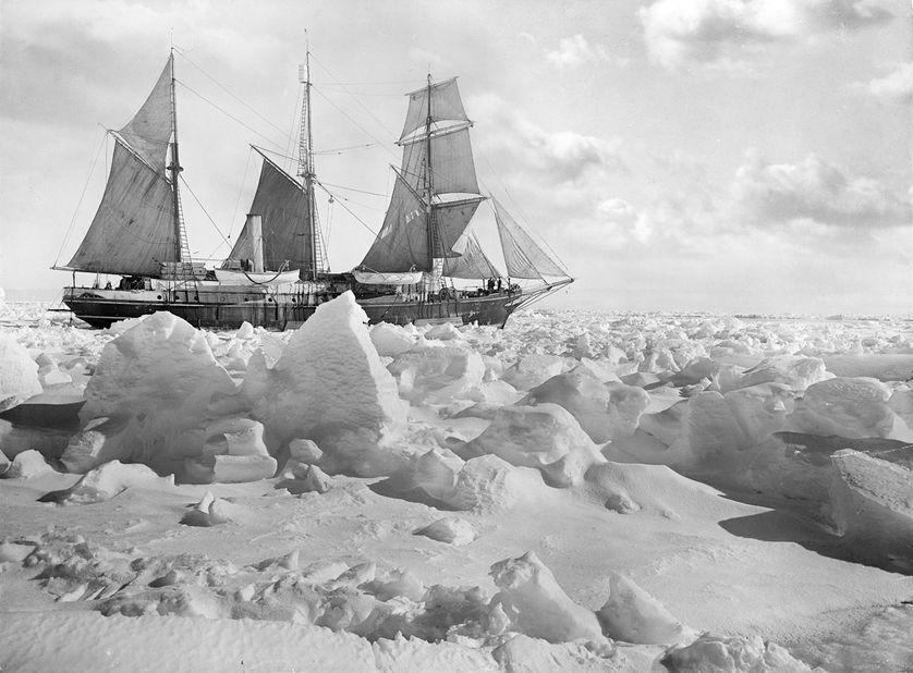 L'Endurance, piégé par la glace.