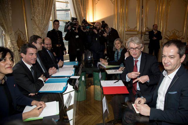 Chômage : les organisations syndicales reçues par  Manuel Valls