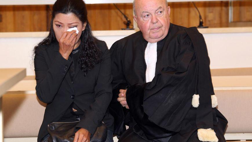 Lise Han et son avocat lors du procès à Tours