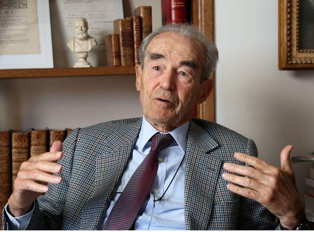 Robert Badinter doit remettre ses propositions à Matignon.